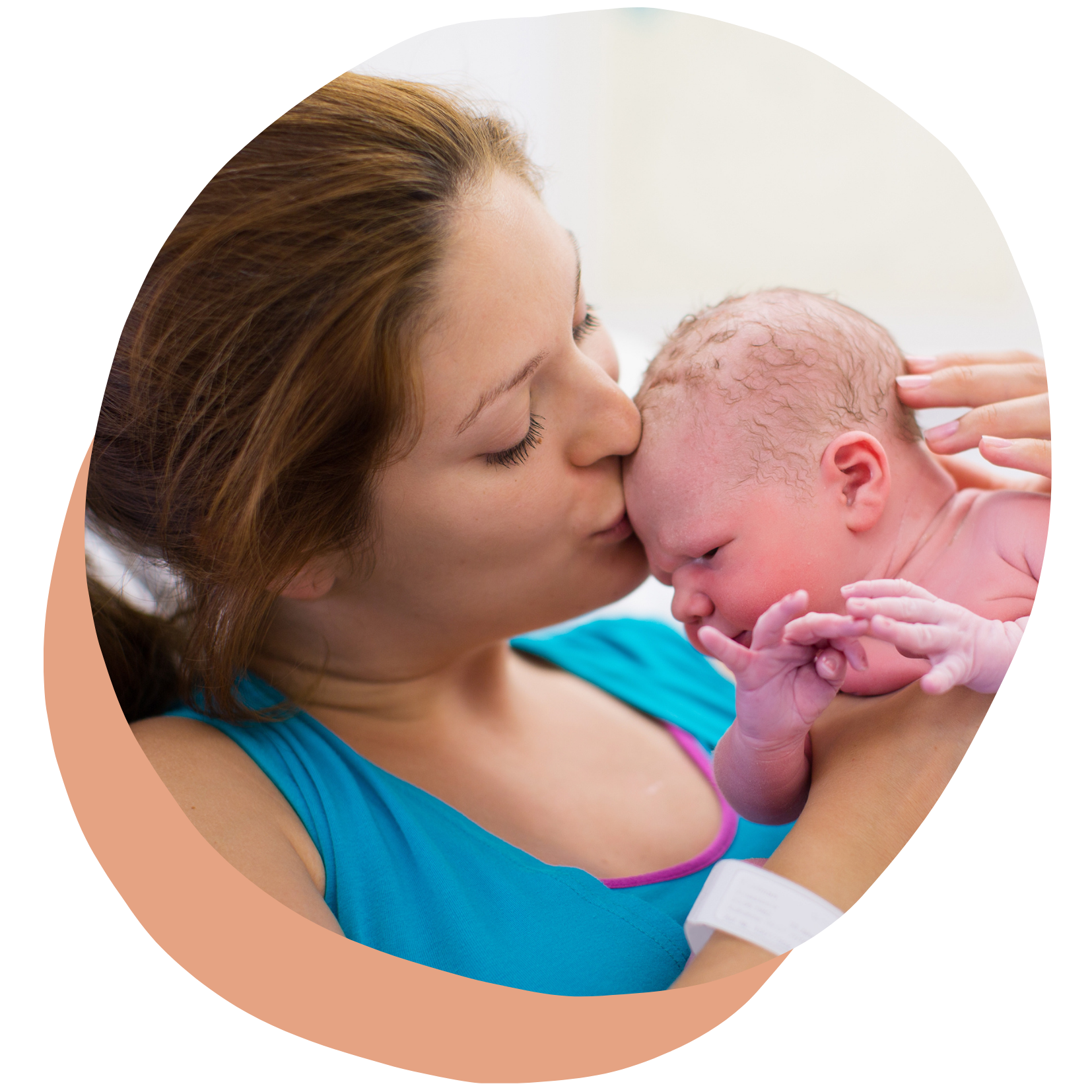 Image maman et bébé après naissance